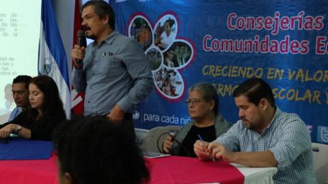 De izquierda a derecha: Mendy Araúz, Directora Consejería Escolar MINED, David Orozco, Representante Auxiliar de UNFPA Nicaragua, María Jesús Largaespada y Gustavo Perezcasar, Consultores de UNFPA Nicaragua para asuntos de educación integral de la sexualidad y dinámica demográfica.