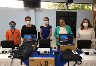 De izquierda a derecha: Rosa E. Romero, Analista de Programa UNFPA, Elena Zúñiga, Representante UNFPA, Lisandra Gutiérrez de MINREX, Miriam Ráudez, Ministra de Educación y Mendy Araúz, Directora de las Comunidades Educativas MINED.