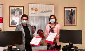 De izquierda a derecha: Sra. Elena Zúñiga, Representante de UNFPA Nicaaragua y Sra. Johana Flores, Ministra del MIFAN.